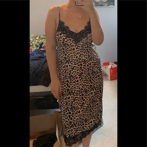 Zara leopard midi dress Size Medium